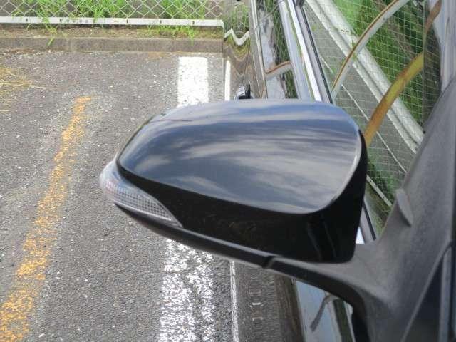 【ウィンカー付きドアミラー】ターンランプ付きドアミラーで対向車にも歩行者にも合図がみやすく安心です。