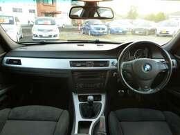 運転席・助手席は快適パワーシート!オートエアコンなので温度を設定しておけば自動で風量などを調整してくれて便利!ダッシュボードの状態も良好!修復歴は軽微なものなので走行には問題なし!