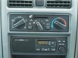 エアコンきちんと効きます。純正ラジオ付きです。