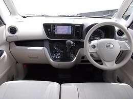 ベージュを基調とした明るい内装☆見晴らしがよく開放的な車内です♪