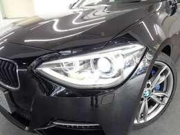 スモールリングを装備したキセノンライトが、BMWの存在感を発揮します
