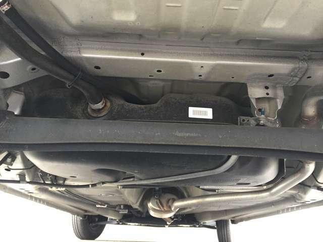 「下回り」 目立つ錆などはありません。長く愛車に乗りたい方には防錆加工がおススメ!ご相談ください!