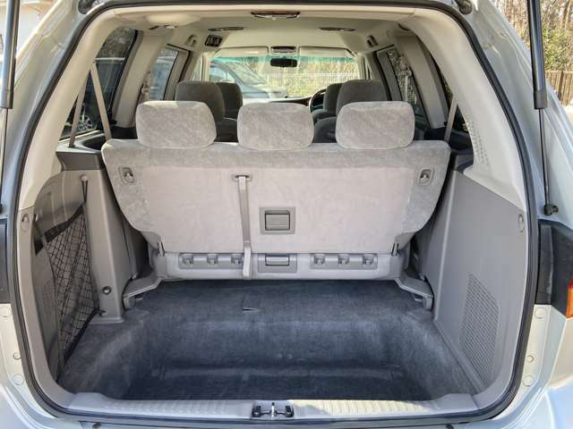 ラゲッジスペースも結構広く、後部座席を格納する事も出来るので、使い勝手も良いです!