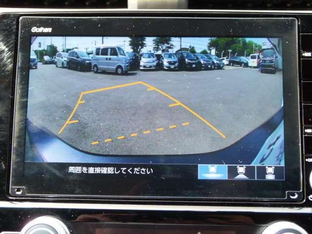 【リアカメラ】ギアをバックに入れていただくと自動的にモニターが切り替ります。ガイドライン付で距離感もつかめて車庫入れも安心!