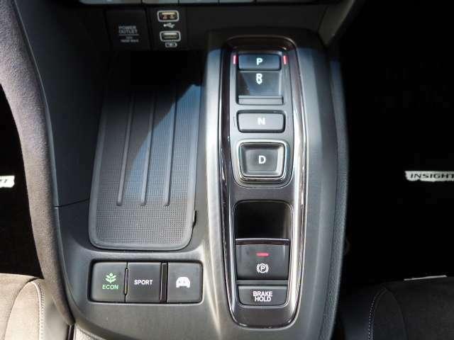 セレクターボタンで未来感のあるワンランク上のドライビングをお楽しみください!