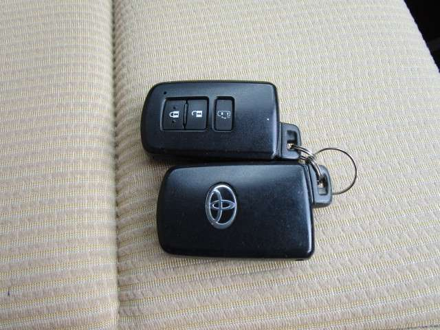 ドアの施錠やエンジンスタートが楽なスマートキーは安心な2個付き!