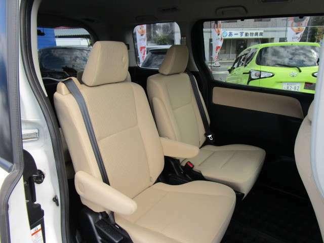 ハイブリットモデルのセカンドシートは快適にお乗りいただけるキャプテンシートです!