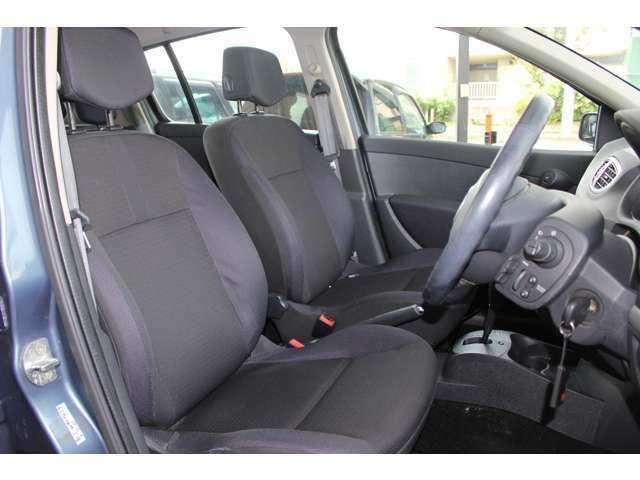フィット感あるフロントシートですので、長距離ドライブも疲れを感じず快適です!