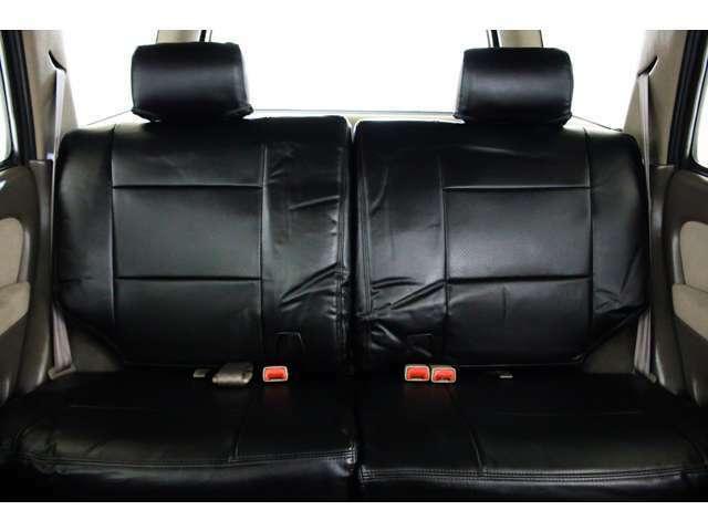 全席レザー調シートカバー付き☆★リアシートは成人男性でもゆったり座っていただける居住空間になります★