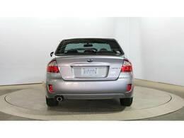 リヤワイパーが装備されておりますので、雨の日のドライブや駐車にとても便利です。