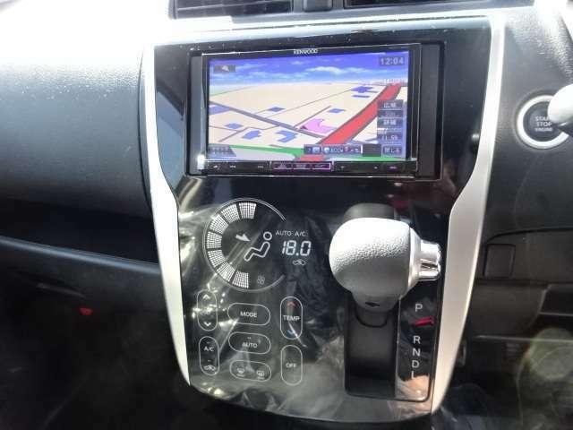 インパネシフトで足元もスッキリ。運転席もゆったりしているのでゆとりを持って運転できます!