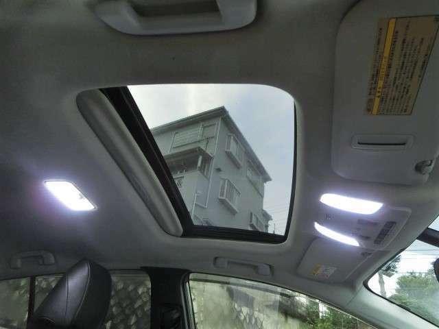 サンルーフ付き!車内が明るくなり、空気の入れ替えにも最適です!