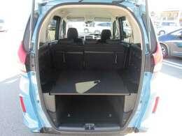 縦横に広く低い開口部で荷物の積み降ろしが楽に行えます。
