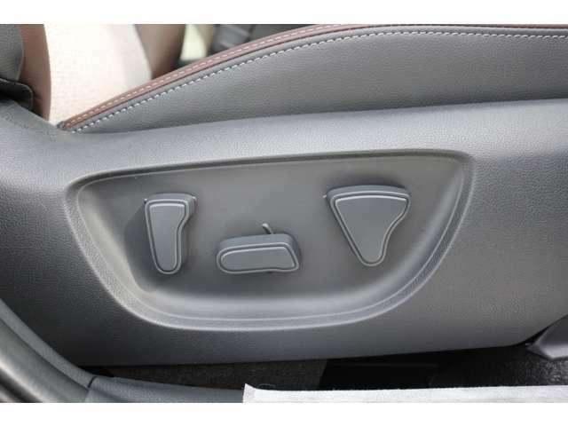 運転席はパワーシートとなっており細かな調整が指先だけで調整できます☆