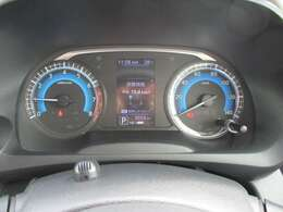 大きく見やすいメーターになっておりセンターディスプレイで車の設定や情報を確認できます。