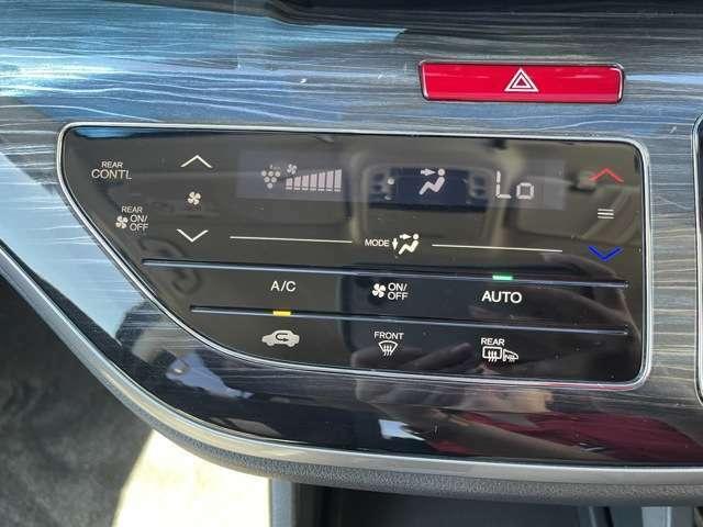 プラズマクラスタ搭載フルオートエアコン装備☆車内の空気をキレイにしながら、快適に温度を保ってくれる一石二鳥のアイテムです♪