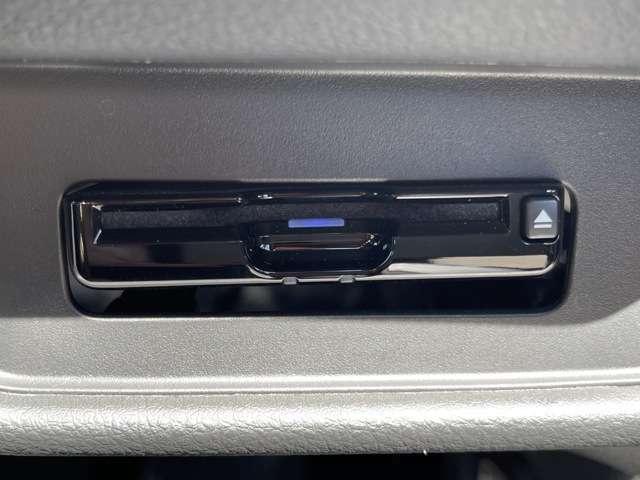 今や必需品のETC車載器が付いています!!高速道路の料金所をノンストップで通過できます^^雨の日などに、窓を開けてチケットのやり取りはしたくないですよね!!