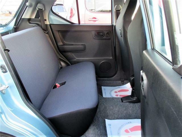 コンパクトに見えますが、後席にも十分なスペースがあるので遠出もバッチリです