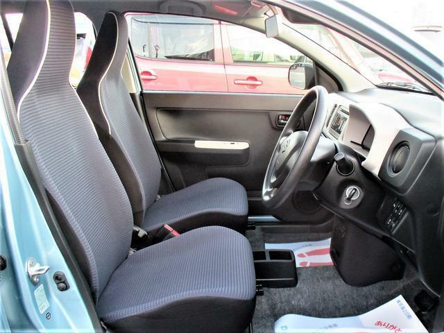 女性の方ももちろんですが、運転席側、助手席側の足元スペースが広いので男性の方が運転しても窮屈になりにくいですよ!