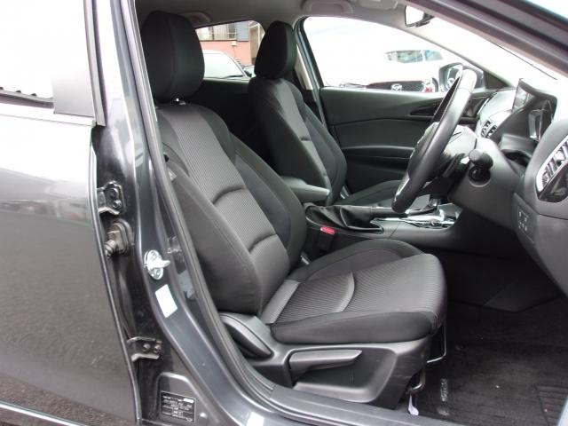 人間工学に基づき、ドライビングポジションに拘ったドライバーズシート!