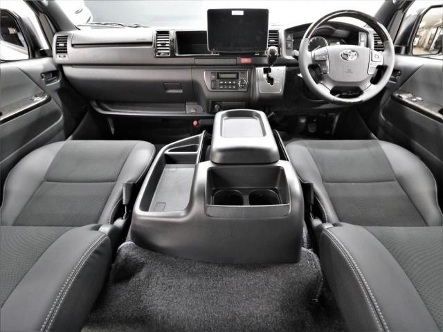 特別使用車専用加飾で高級感溢れる室内空間を演出!