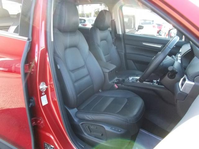 お洒落で上質な黒革シート☆ロングドライブも快適なリラックス空間を実現!体幹をしっかり支えるフロントシート!あらゆる箇所に剛性施してます!Gベクタリングコントロールで走りの質もアップ!