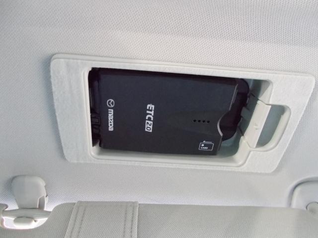 ETCは天井にはめ込み式のスマートイン!サンバイザーをめくれば出現!カードの防犯にも役立ちますね☆