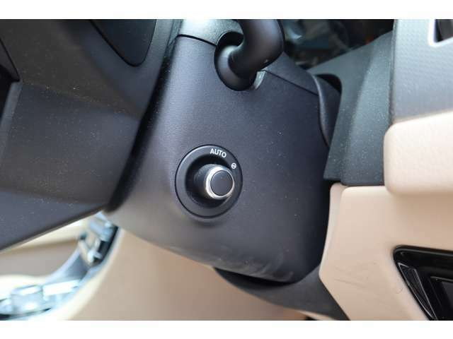 電動ステアリングコラム。お好きな位置にステアリングを電動で動かせることができます。