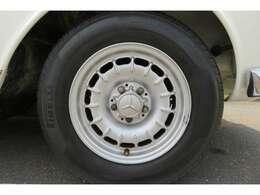 ホイール画像です。ガリキズ等なく綺麗な状態です。タイヤ溝もあります。