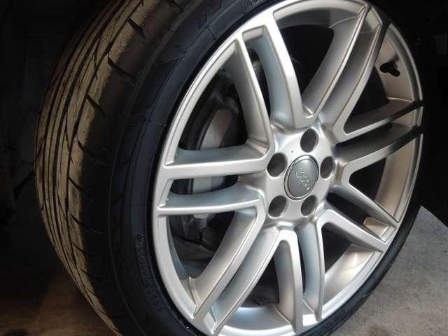 タイヤ溝充分あります。