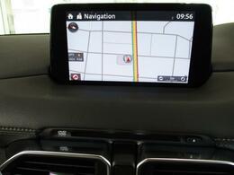 純正SDのナビデータ付きです。モニター自体の位置も走行中視線移動を少なくできる、ダッシュボード上部についているため、ナビの情報も確認しやすく、慣れない土地でも安全に視認できる安心の設計になっています。