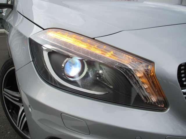 視界を明るく確保してくれるHIDヘッドライト搭載です。