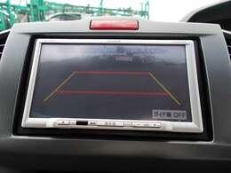 ギヤをRに入れるとナビの画面に後ろの映像が映るリヤカメラ付!後退時、コンディションが悪い視界でもカラーバックモニターがドライバーをサポート★★★