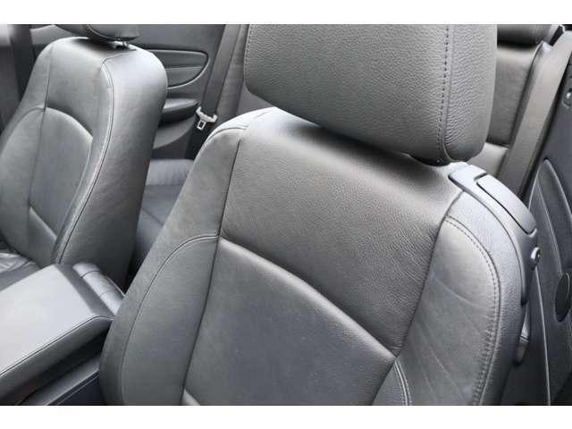 専用開発フロントシート内蔵、ヘッド/サイド・エアバッグも備えます!