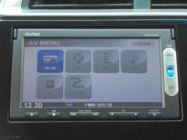 センターパネルにスッキリと収まった純正ナビ(Bluetooth連携、CD再生、AM/FMチューナー)です!お気に入りの音楽・ラジオ番組を聞きながら楽しいドライブをお楽しみ下さいね♪
