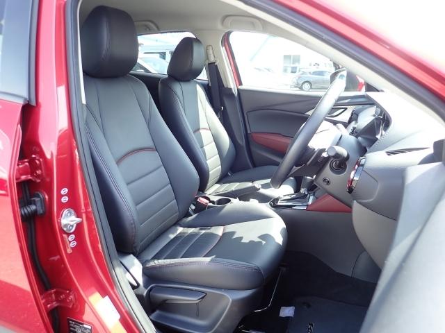 マツダのシートは、高密度のウレタンを使用していますその為、面で体を支え沈み込むことが有りません。腰への負担が減り長距離ドライブも楽々です。