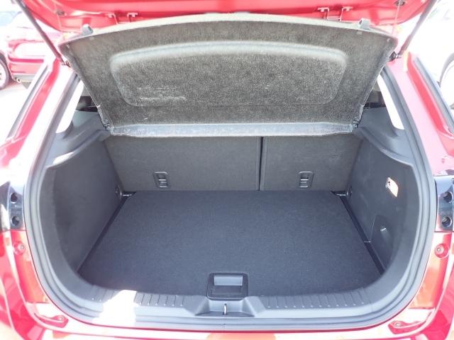 荷物の出し入れに便利なハッチバックタイプです。リアシートは6:4分割で長物も積む事が出来て便利です。