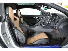 "◆""Rパフォーマンス プレミアムレザーシート""は運転席、助手席ともに、メモリー機能付きの14way電動調整機構が備わります◆"