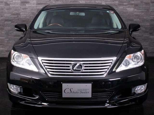 ★すごく綺麗な外装です!是非ご確認下さい!光沢のあるブラックボディー!!艶々で本当に綺麗ですよ!!綺麗だからこそ高級感が際立ちます!綺麗なお車でドライブをお楽しみ下さい!!