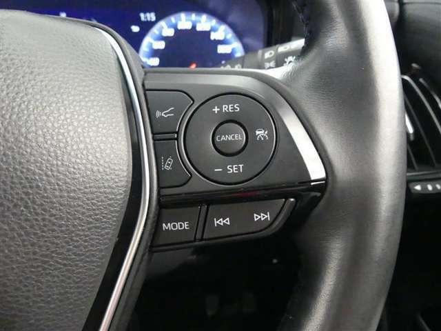 車速をセットすればアクセルから足を外してもセットした速度で走行します、高速道路で活躍します。