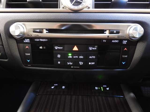 左右独立温度調整機能付きフルオートエアコン★乗る人それぞれの体温や温感の違いに合わせて運転席・助手席で別々の温度調整が可能♪直感的な操作性と先進的なデザインを両立させています♪