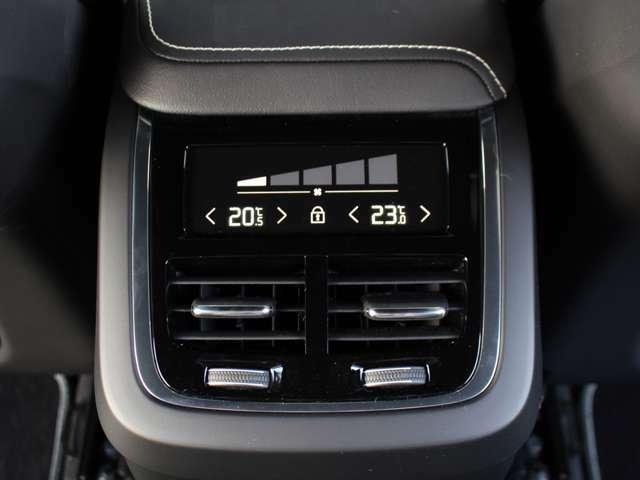 4ゾーンコンセプトに基づき前後左右4席でお好みの空調コントロールが可能です。
