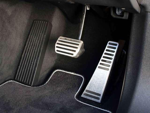 R-designにはアルミ製スポーツペダルを装備しています。