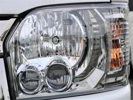 メーカーオプションのLEDヘッドライト