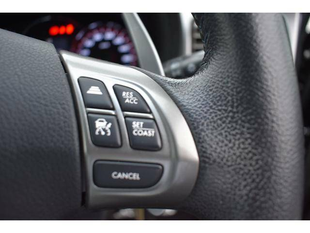 高速道路や自動車専用道路で、0Km/hから100Km/hの広い車速域で先行車を追従走行。アクセルやブレーキ操作のわずらわしさを軽減し、より快適で安全なロングドライブを提供します。