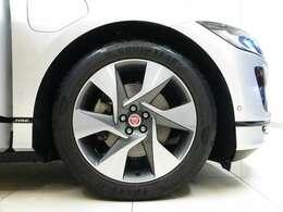 20インチス6スポークスタイル6007(ダイヤモンドターンドフィニッシュ)「大口径の20インチアロイホイールはボディカラーのインダスシルバーを引き締めデザイン性の高いホイールです。」
