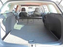 後席を倒せばらラゲージスペースはここまで拡大可能。
