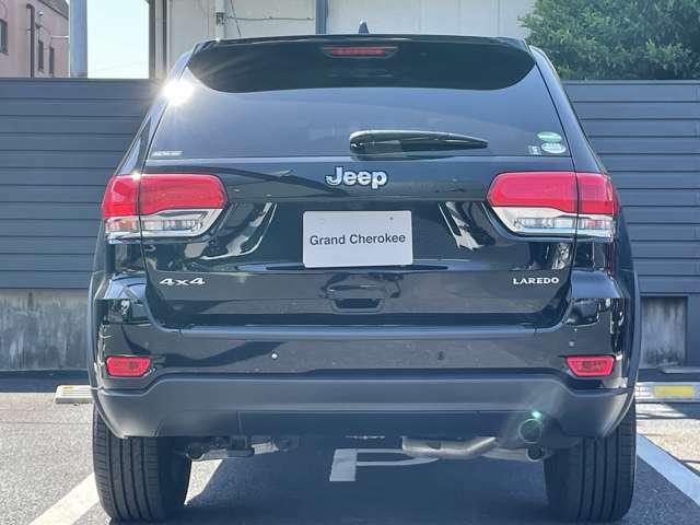 障害物センサーが車庫入れをサポートしてくれます。