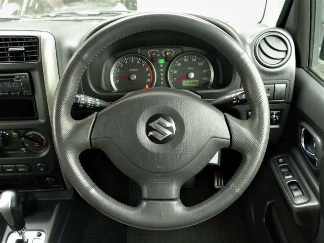◇本革巻ステアリングです!握り心地も良くドライブは快適です!