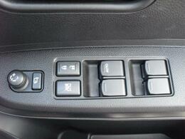 電動格納式ドアミラー・パワーウィンドウ操作ボタン。